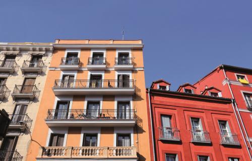 La mayoría de españoles prefiere vivir en comunidades de vecinos.