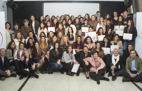 Entrega de diplomas a los alumnos formados a lo largo de 2019. (Foto L'Oréal).