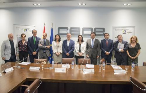 Representantes del Tercer Sector, del Gobierno y de las empresas presentaron juntos la campaña.