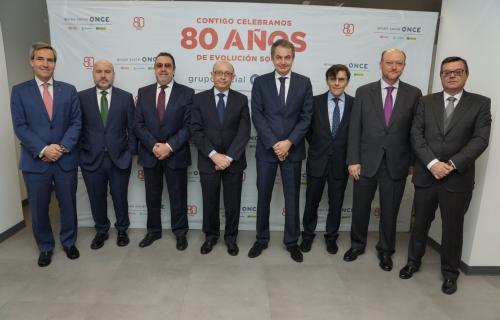 Cristóbal Montoro y José Luis Rodríguez Zapatero junto a los responsables del Grupo Social ONCE y el Cermi.