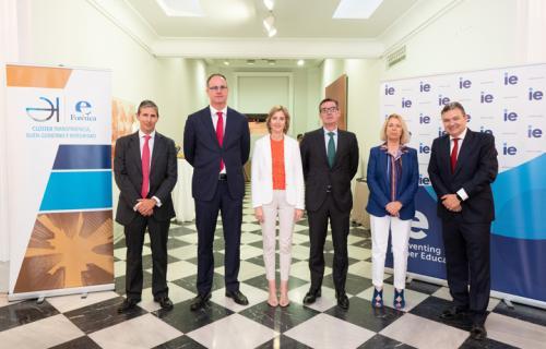 El secretario general del Tesoro y  la vicepresidenta de la CNMV con representantes de Forética e IE Law School.