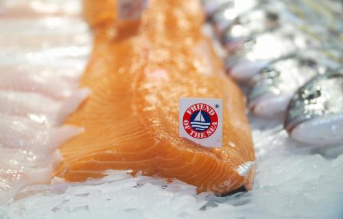 Pescado sostenible con el sello Friends of the Sea.