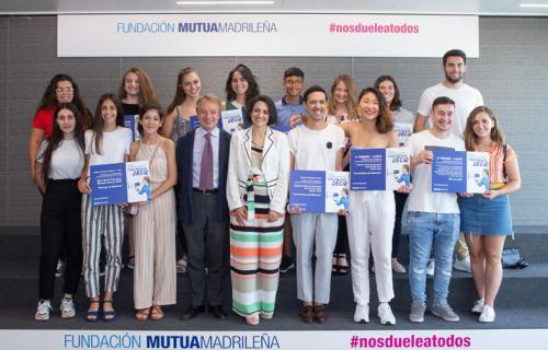 Los ganadores junto a Rebeca Palomo y Lorenzo Cooklin.