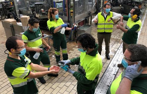 Empleados de Heineken en la fábrica de Madrid.