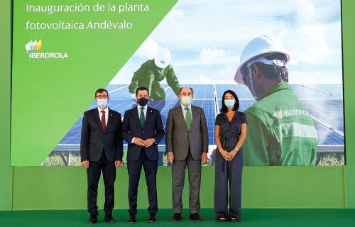 Autoridades en la inauguración de la planta fotovoltaica de Heineken España.