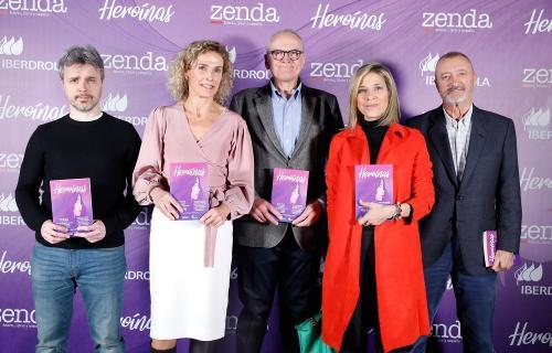 Juan Gómez-Jurado, Dolores Herrera, Julián Martínez-Simancas, Karina Sainz Borgo y Arturo Pérez-Reverte. (Foto: Francis Tsang).