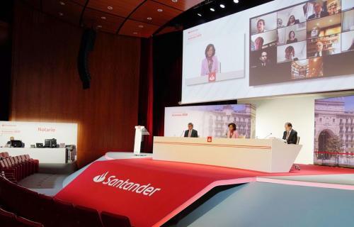 Junta telemática del Santander con la platea vacía de asistentes