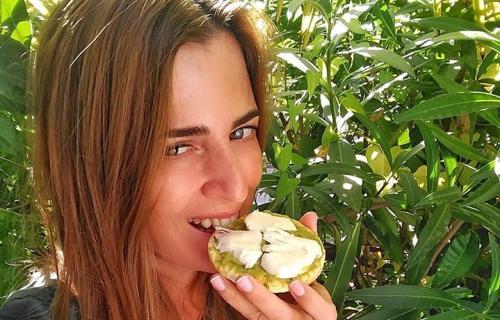 Mercedes Robles enseña hábitos de alimentación saludable.