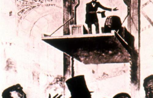 Uno de los primeros elevadores, antecesores de los ascensores modernos.
