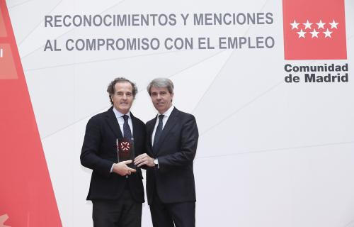 Rafael González-Palenzuela, director de RRHH de MM, con Ángel Garrido, presidente de la CAM.