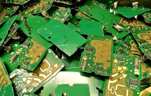 Componentes de teléfonos móviles en una planta de reciclaje (Foto: Ecotic)