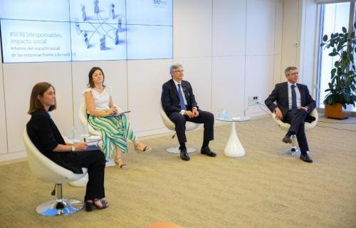 Responsables de la Fundación SERES y de Deloitte durante la presentación del informe.