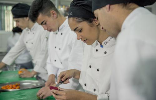 El sector terciario (servicios) será el que más empleo juvenil creará en los próximos años (Foto: Fundación Tomillo).