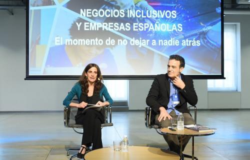María Jesús Pérez, subdirectora general de la Fundación Codespa y Fernando Casado, socio director del Centro de Alianzas para el Desarrollo, presentan las conclusiones del informe.
