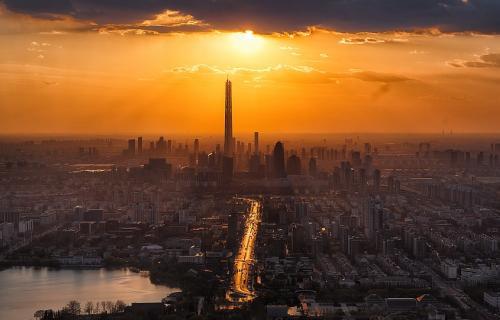 Vista de la ciudad china de Tianjin al atardecer.