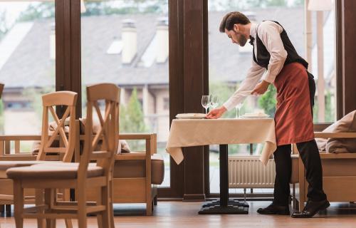 Se estima que 1.7 millones de profesionales en España están vinculados a la hostelería.
