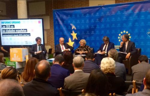 Manuela Carmena durante el coloquio con otros alcaldes.