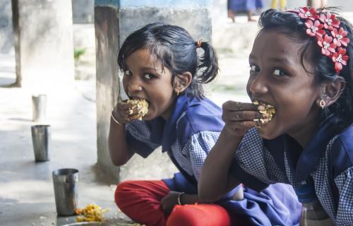 Según el Estado Mundial de la Infancia, dos de cada tres niños no se alimentan bien.