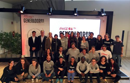 Los 25 jóvenes GeneradorES junto a Pelayo Benzanilla (Coca-Cola), Francisco Martínez (Celera) y Alexandra Mitjans (Ashoka).