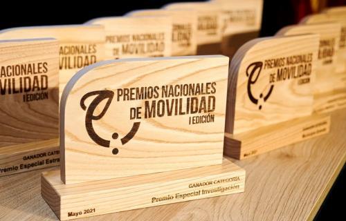 Los trofeos de madera concedidos a las mejores iniciativas de movilidad.
