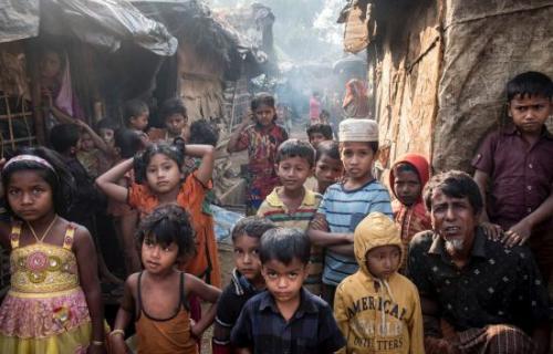 Niños rohingya en Cox's Bazar (Foto: Pedro Armestre - Save the Children)