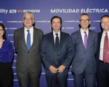 Elena Bernárdez, responsable e-mobility de Endesa X;  José Bogas, consejero delegado de Endesa; Borja Prado, presidente de Endesa;  Josep Trabado, director general de Endesa X, y Franceso Venturini, Head Enel X.