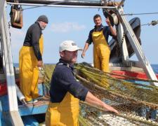 El proyecto Oceanets se propone convertir las redes de pesca perdidas en prendas de vestir.