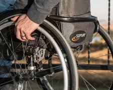 Persona con discapacidad en silla de ruedas